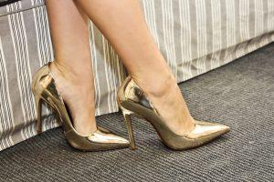 sapato de festa dourado